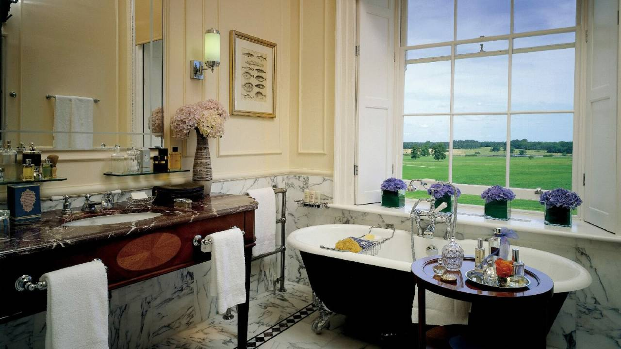 The Four Seasons Bathroom